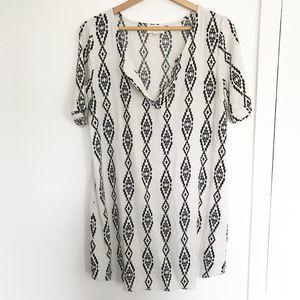 Everly cream black tribal print shift dress sz L